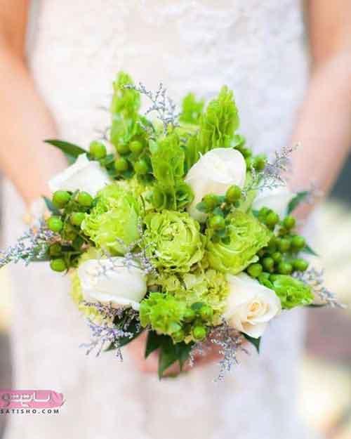 تزیین دسته گل عروس با گل های ظریف