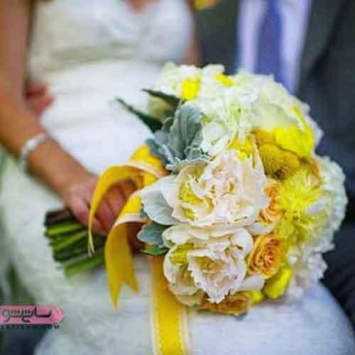 دسته گل عروس تزیین شده با روبان