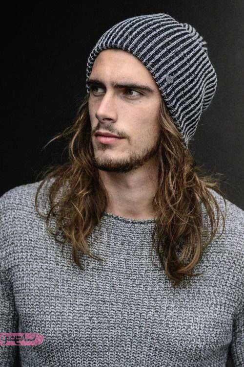 موی بلند مردانه زیر کلاه زمستانی