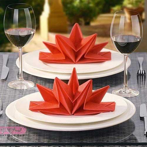 روش تا زدن دستمال به صورت ساده و شیک برای رستوران