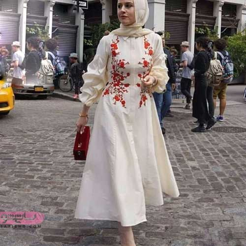 مدل مانتوی زیبا و شیک برای عقد همراه با گل و پنل های قرمز رنگ