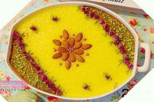 تزیین شله زرد با خلال بادام به صورت گل