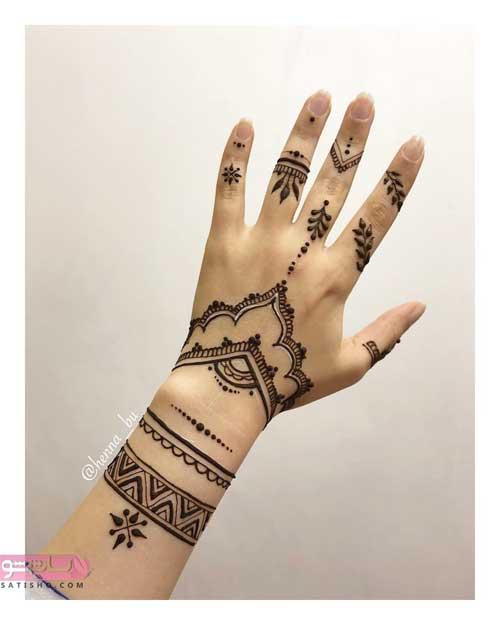 طرح حنا روی دست کوچک