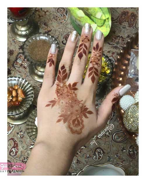 طراحی حنا روی انگشتان دست