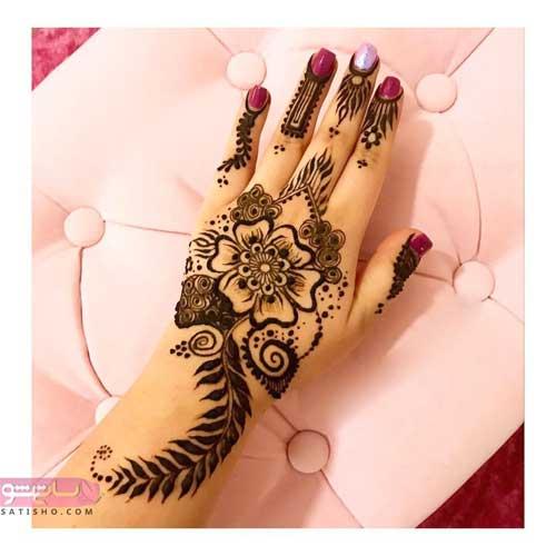 مدل حنا روی انگشت دست