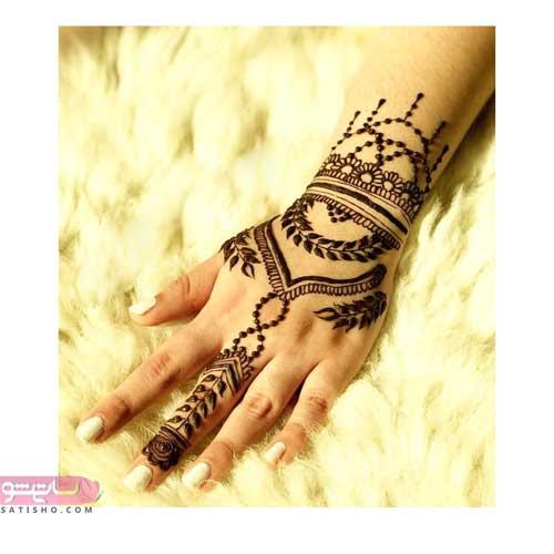 طرح زیبا و ساده حنا روی دست