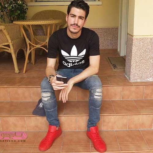 عکس مدل لباس مردانه با کفش اسپرت قرمز رنگ