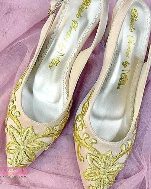 نمونه کفش عروس با تزیین گیپور طلایی