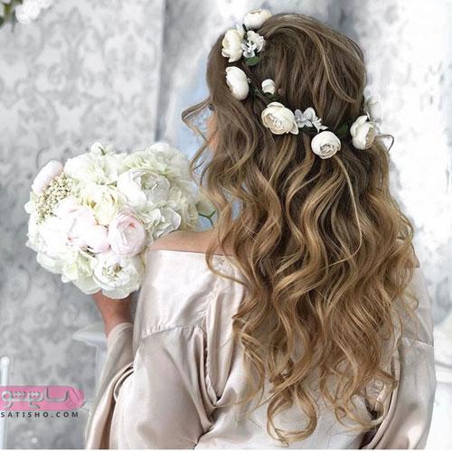 مدل موی باز عروس تزیین شده با گل های سفید