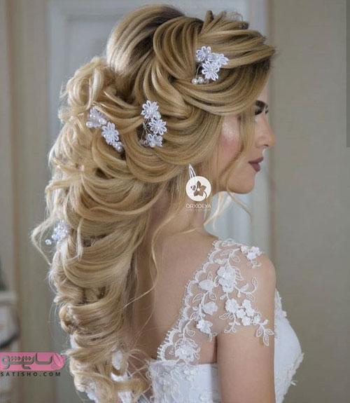 مدل زیبای شینیون آبشاری با تزیین گل سفید