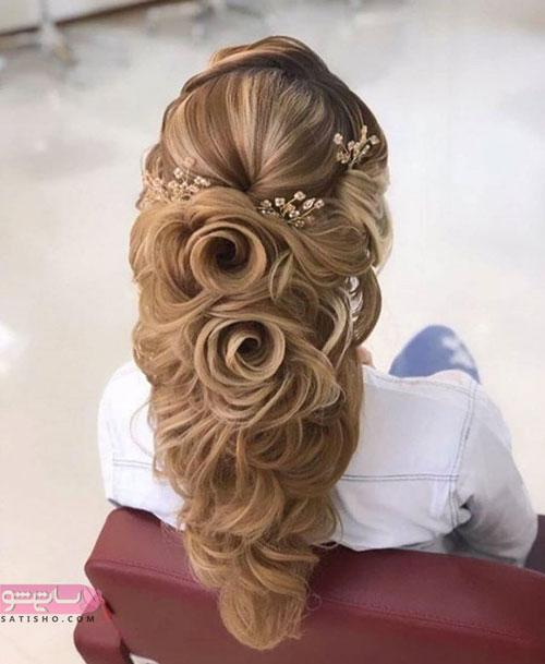 مدل آرایش موی عروش به شکل شینیون خاص طرح گل