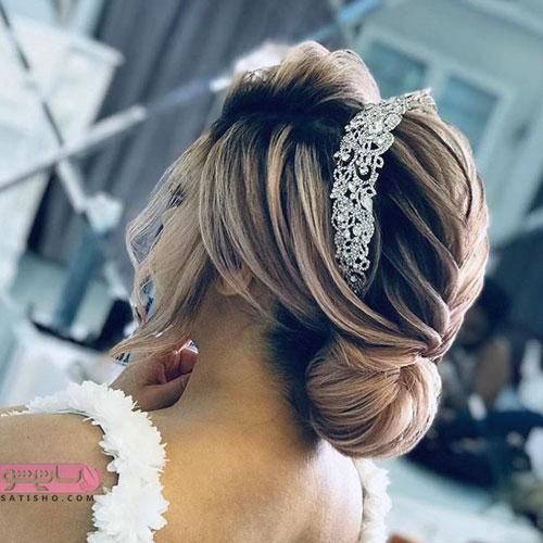 مدل آرایش موی عروس تزیین شده با تاج