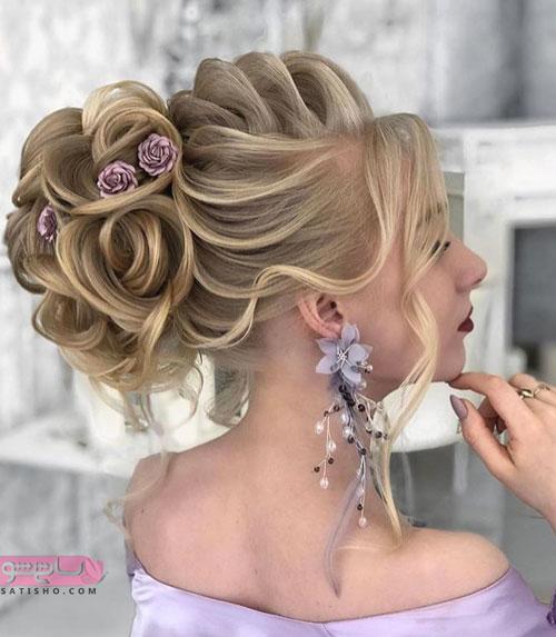 مدل مو عروس ۲۰۱۹ بسته و زینت داده شده با گل های تزئینی
