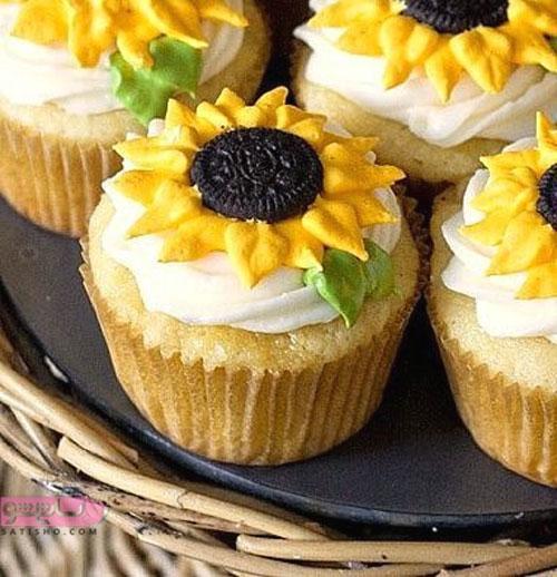 تزیین کاپ کیک با خامه و میوه به شکل گل