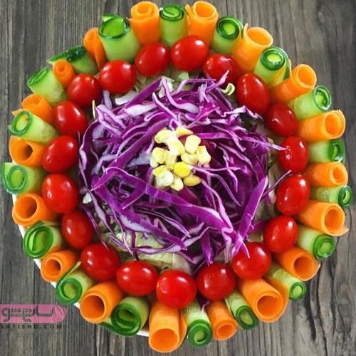 عکس تزیین سالاد فصلی با گوجه گیلاسی