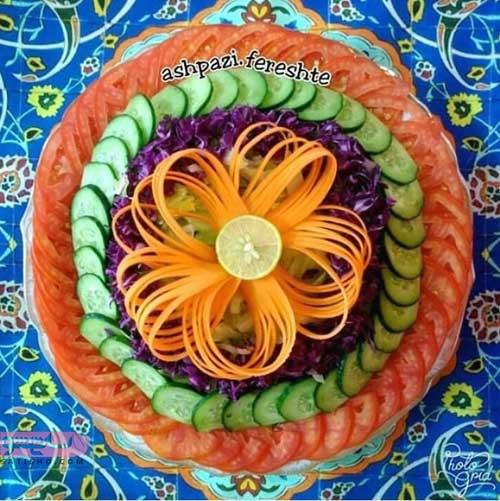 مدل تزیین سالاد فصل با گوجه و خیار حلقه شده