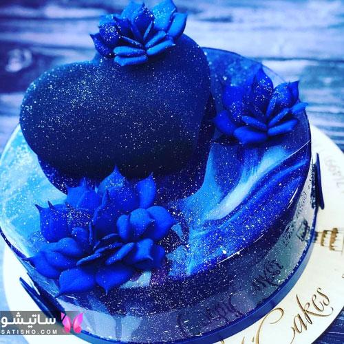 عکس کیک تزیین شده آبی رنگ به شکل قلب