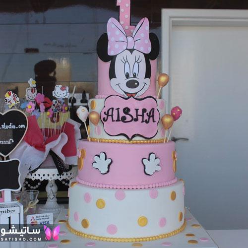 کیک تولد بچگانه دخترانه تزیین شده با خامه صورتی