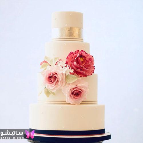 تزیین کیک تولد چهار طبقه با خامه و گل