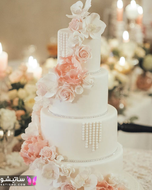 کیک تولد دخترانه کلاسیک تزیین شده با گل