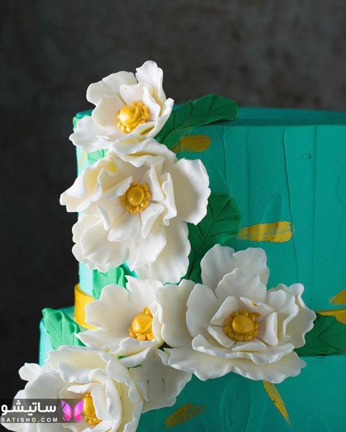 کیک تولد دخترانه تزیین شده با گل طبیعی