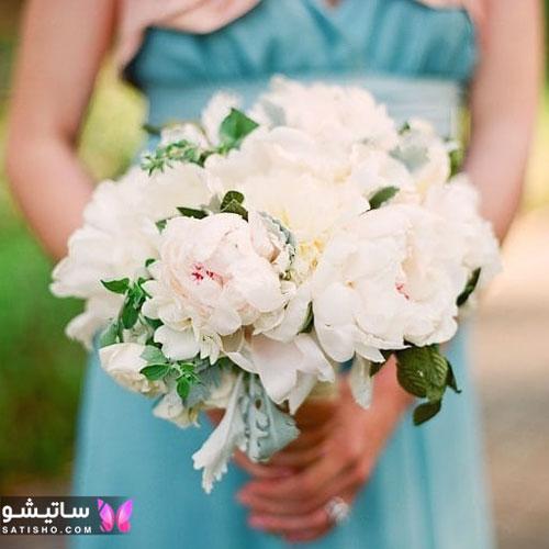 تزیین دسته گل عروس با گل سفید