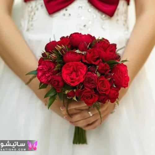 دسته گل طبیعی عروس با رز قرمز