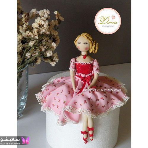 کیک دخترونه عروسک نشسته روی کیک