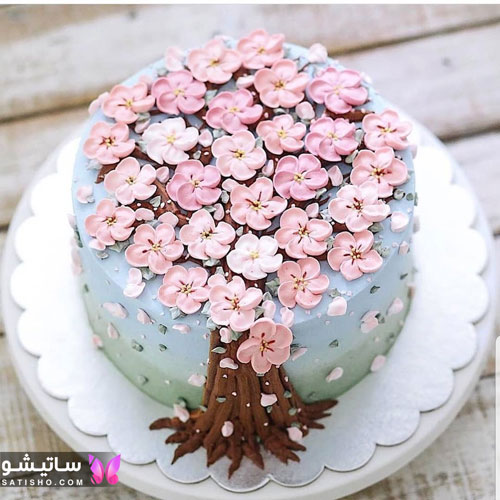 کیک تولد زنانه با تزیینات فوندانت