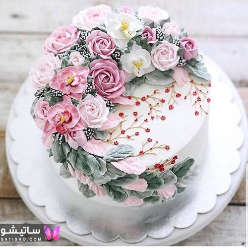 تزیین کیک تولد با گل های خامه ای