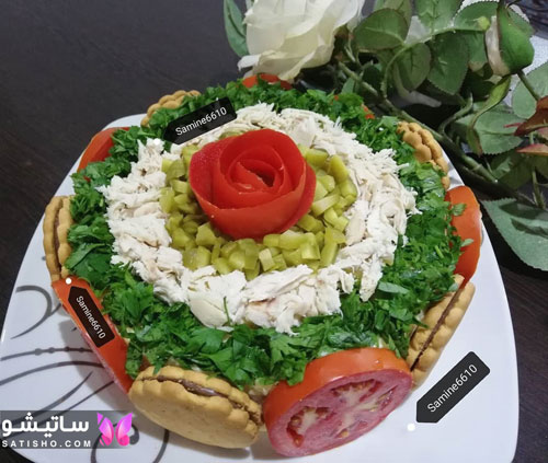 تزیین سالاد الویه مرغ با سبزیجات