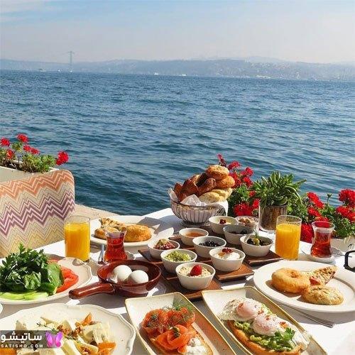 تزیین لاکچری میز صبحانه در محیط باز