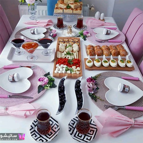 میز صبحانه تزیین شده با شکلات و نوتلا