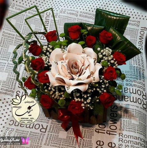 تزیین پول همراه گل در باکس خوشگل