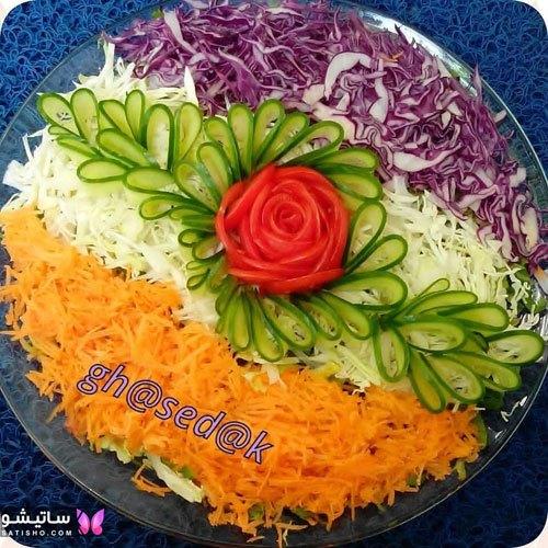 تزیین سالاد کاهو با گوجه و خیار و هویج
