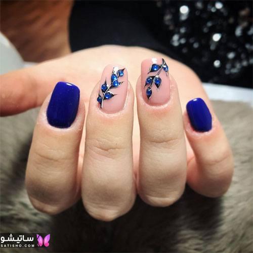 طراحی روی ناخن با لاک آبی